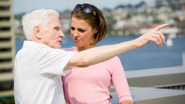 Radi na vezi s starijim osobama